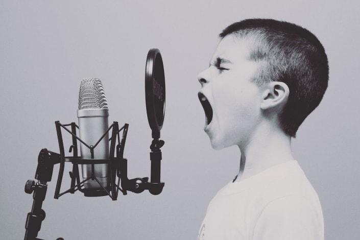 zingen-pesten-jongen